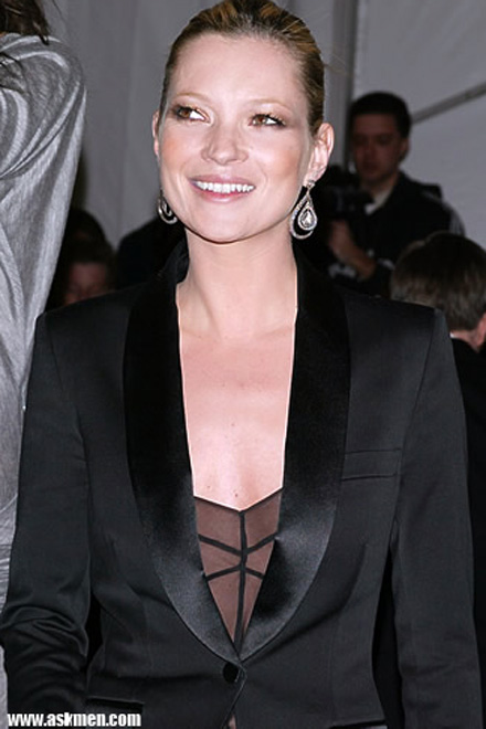 Kate Moss flees to Paris