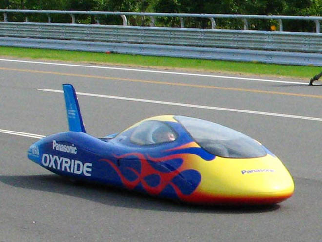Electric Car Goes Over 100km/h Powered by AA Batteries