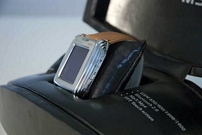 M500  Mobile Watch Phone To Ship Early Next Month