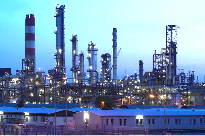 Kazakh oil refinery polluting atmosphere with gas emissions