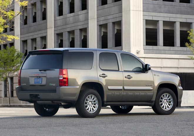 GMC Yukon Hybrid and Chevrolet Fuel Cell Equinox at Academy Awards - Gallery Image