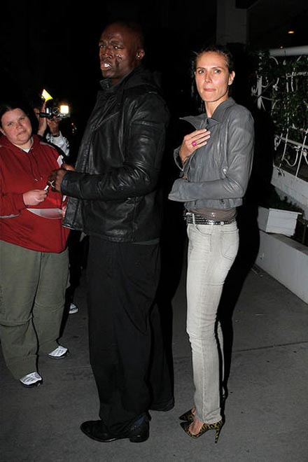 Heidi and Seal Swarmed in Beverly Hills - Gallery Image