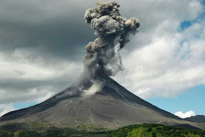 Twenty foreign runners race in East Java volcano area
