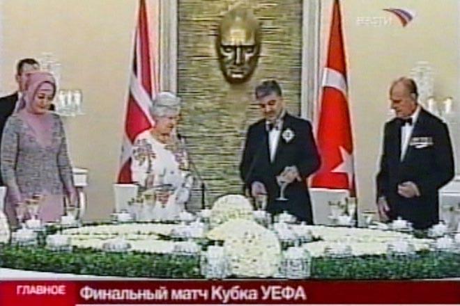 Queen in Ankara, declares Turkey is unique bridge between East and West (video) - Gallery Image