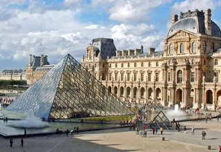French experts choosing exhibits from Uzbekistan for Louvre