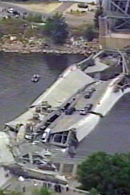 7 Killed in  Minneapolis  Bridge Collapse in   USA (video) - Gallery Image