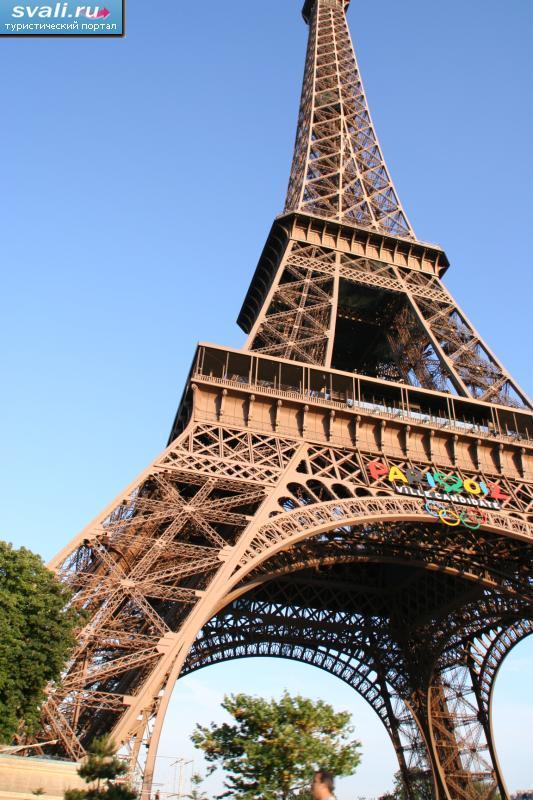 Аукционный дом призывает россиян купить пролет лестницы Эйфелевой башни