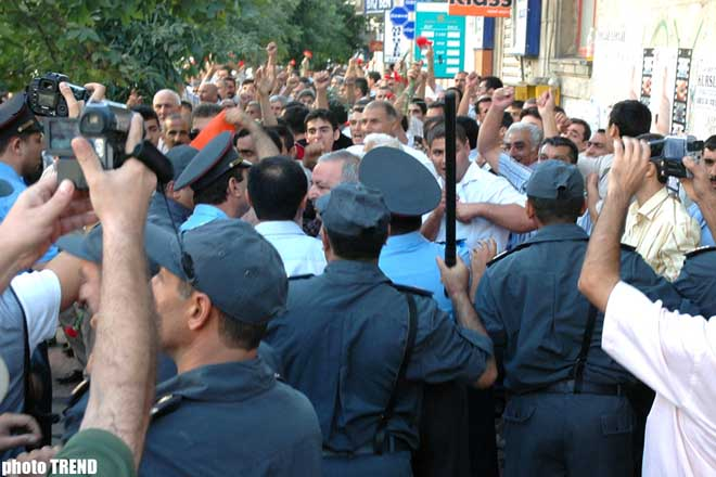 �FREEDOM' BLOC ATTEMPTS TO HOLD ACTION - Gallery Image