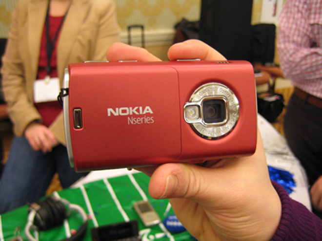 Nokia N95 blushes a bright red for us