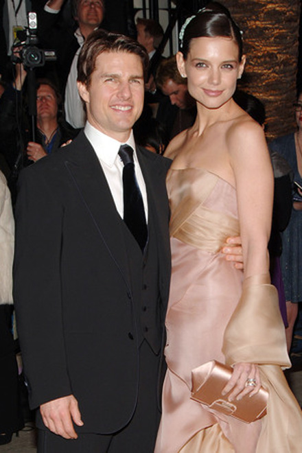 Katie Holmes runs out on Tom Cruise?
