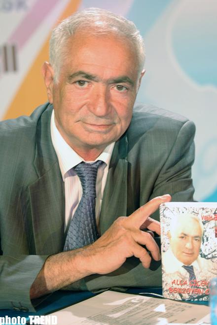 В Баку состоится встреча с поэтом Вахидом Азизом - Gallery Image