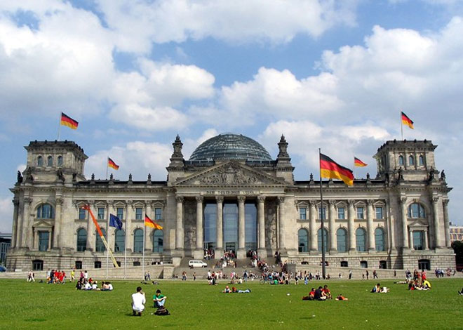 Germany eases Egypt travel warning
