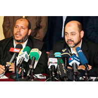 """Hamas calls on PA to """"reconsider"""" peace process with Israel"""