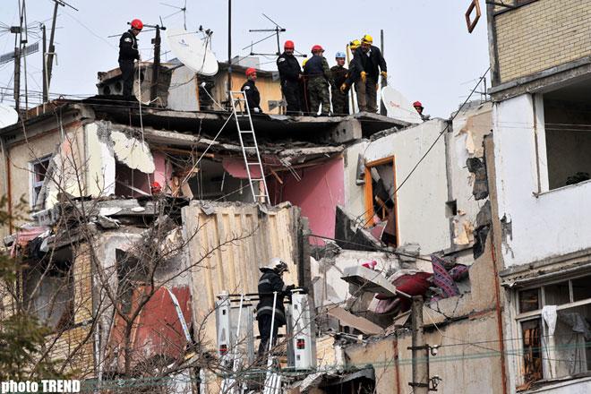 МЧС Азербайджана распространило информацию в связи с обрушением здания