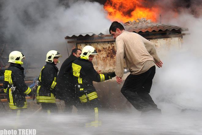 In Azerbaijan a severe combustion has destroyed a part of Sadarak Trade Center (UPDATED)