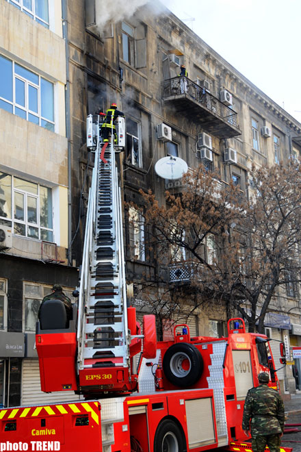 Fire on apartment building in Baku extinguished, injured in stable condition (UPDATE 3)