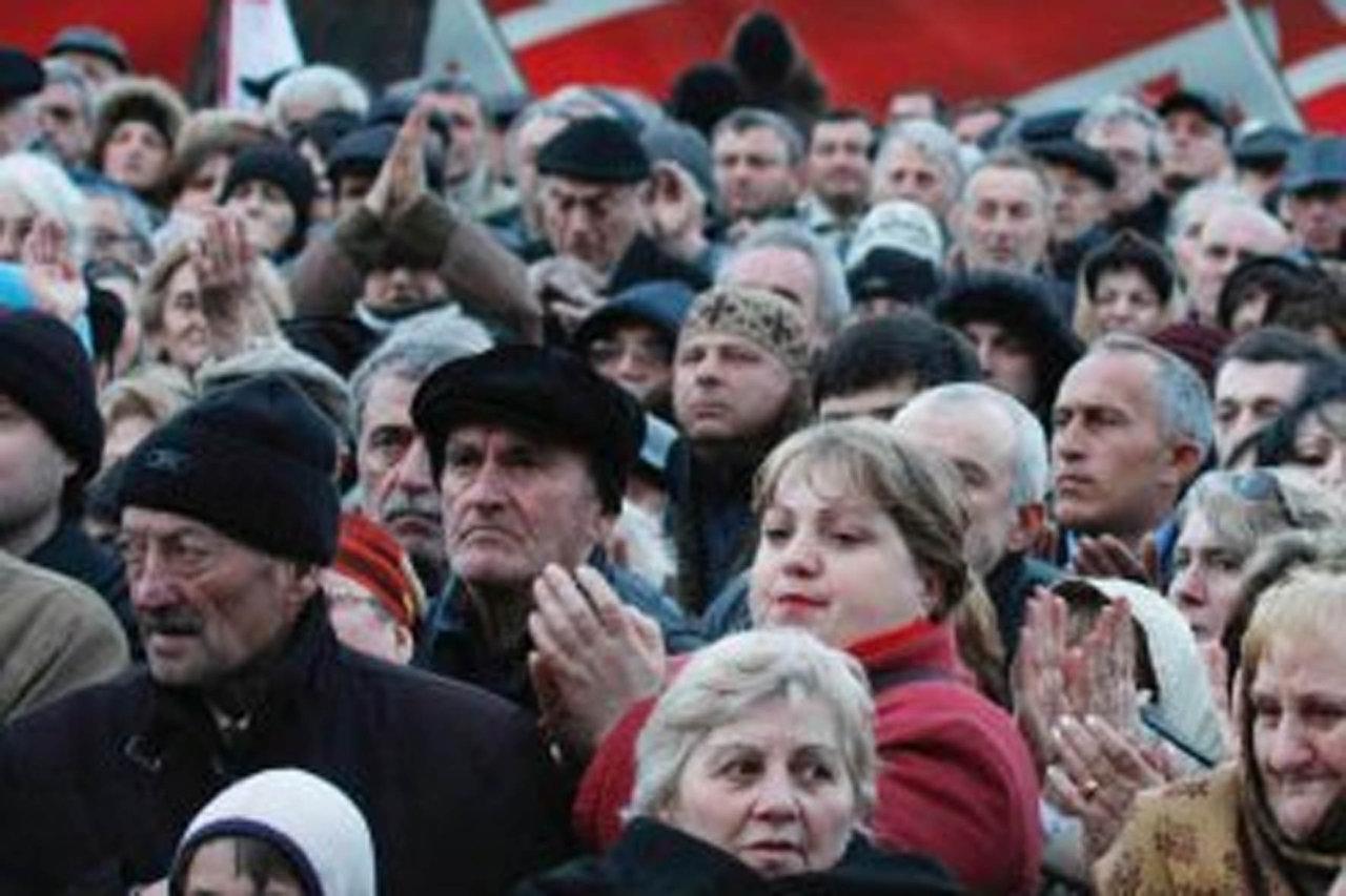 В Скопье прошел марш протеста албанцев