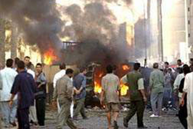 Car bomb kills eight Shiite pilgrims in Iraq