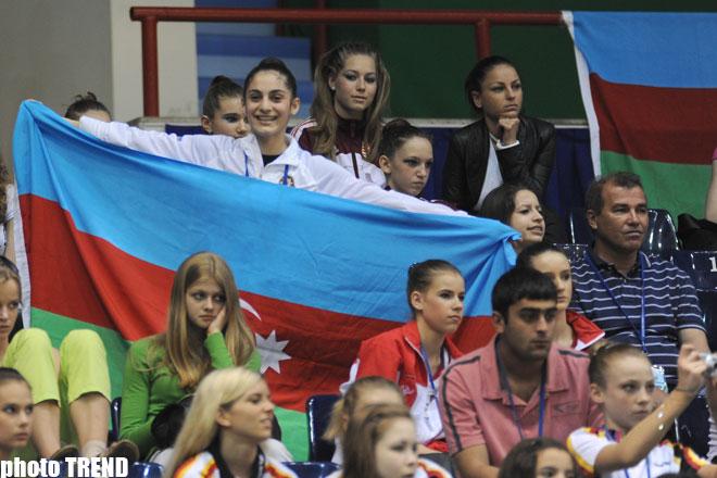 Bədii gimnastika üzrə Avropa Çempionatının qalibi rusiyalı Yevgeniya Kanayeva oldu (Fotosessiya) - Gallery Image