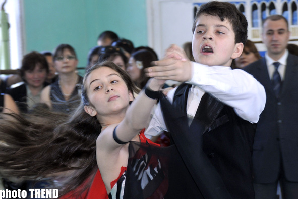 Last bell rings at Azerbaijan's secondary schools - PHOTO SESSION - Gallery Image