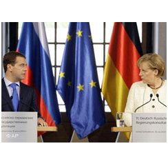 Medvedev, Merkel suggest to consider Russia-EU security committee creation