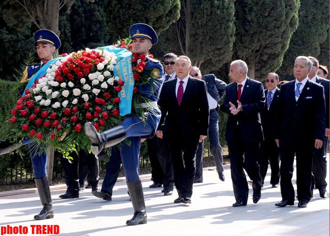 Qazaxıstan Prezidenti Azərbaycanın azadlığı və suverenliyi uğrunda şəhid olanların xatirəsini yad edib - Gallery Image