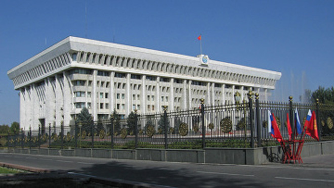Kyrgyz parliamentary committee fails to decide on introduction of special fee on fuel supply to Manas