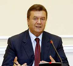 Yanukovych leads in Ukraine's presidential race after half of votes counted