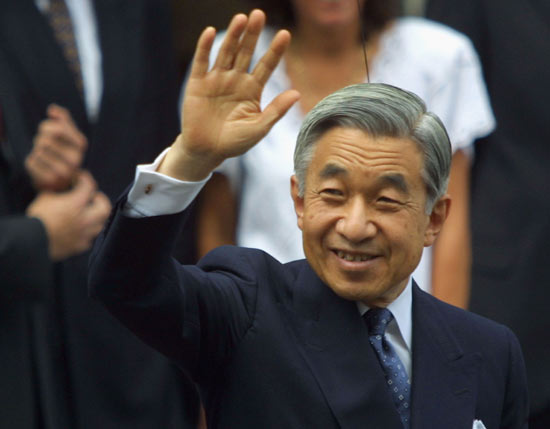 Japan emperor draws huge birthday crowd before abdication next year