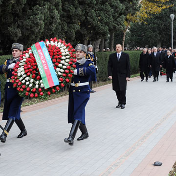 Azerbaijani President pays tribute to national leader Heydar Aliyev (UPDATE)(PHOTO)