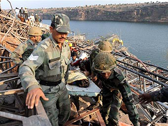 26 injured as foot bridge collapses in Indian capital (UPDATE)