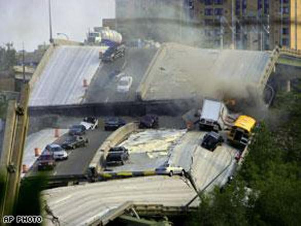 В Китае в результате обрушения моста погибли 7 рабочих, более 30 пострадали