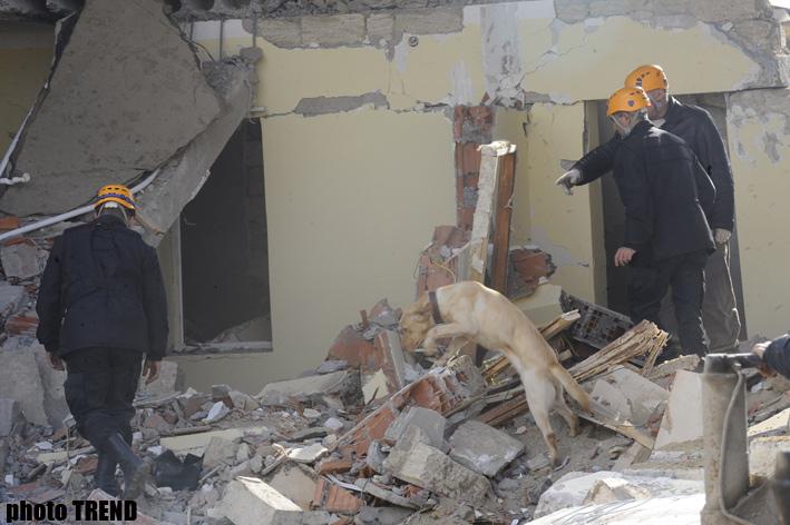 Bakıda baş vermiş partlayış nəticəsində dağılmış binanın qalıqları altından bir nəfərin cəsədi çıxarılıb (ƏLAVƏ OLUNUB-8) (FOTO) - Gallery Image