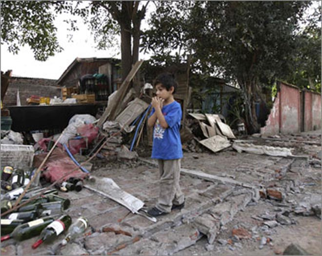 Chile sharply lowers quake death toll to 279