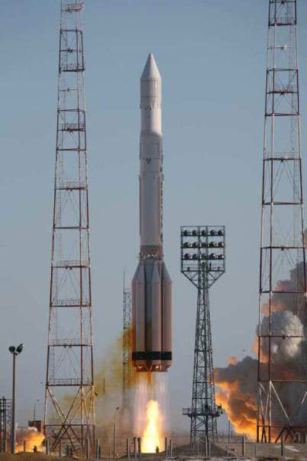 Proton-M with Arabsat-5 telecoms satellite blasts off from Baikonur