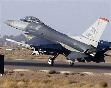 Danimarka'ya ait F16 uçağı düştü