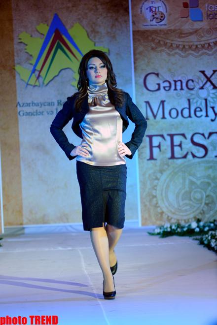 В Баку прошел показ коллекций молодых модельеров (фотосессия) - Gallery Image