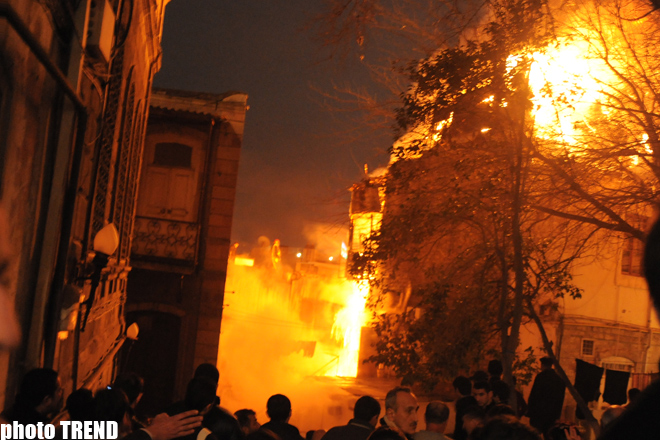Heavy fire extinguished in residential building in the Inner Сity of Baku (PHOTO) - Gallery Image