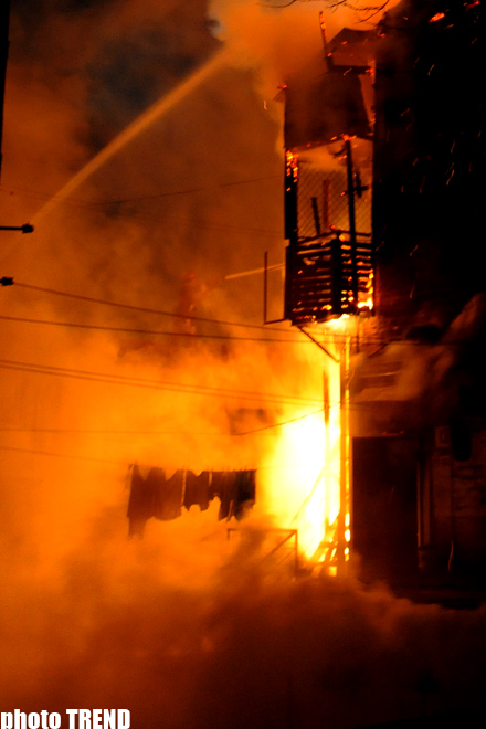 Heavy fire extinguished in residential building in the Inner Сity of Baku (PHOTO)