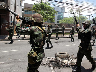 Bombs in southern Thailand kill 2, wound 52