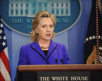 """Clinton warns of """"last chance"""" for peace in Mideast"""