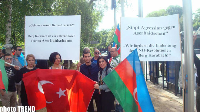Azerbaijanis In Germany Protest Against Serzh Sargsyan S Report In Berlin Photo