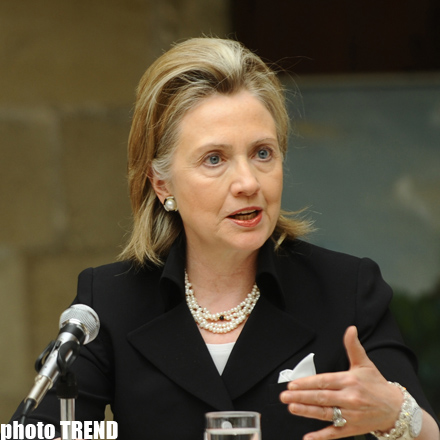 Clinton in Kosovo to urge talks with Serbia