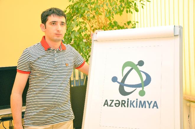 """Gənc dizayner Vüsal Həsənov """"Azərikimya""""nın loqo müsabiqəsinin qalibi olub (FOTO)"""