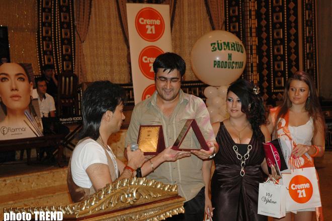 В День прессы народный артист Фаик Агаев преподнес журналистам два эксклюзивных подарка (фотосессия)
