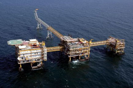 Iran installs additional equipment on platform at South Pars gas field
