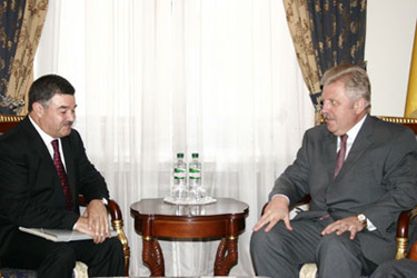 The new Ambassador of Azerbaijan to Ukraine presents credentials to Foreign Minister