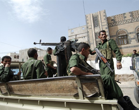Islamist militants hit Yemeni army camps, 18 dead
