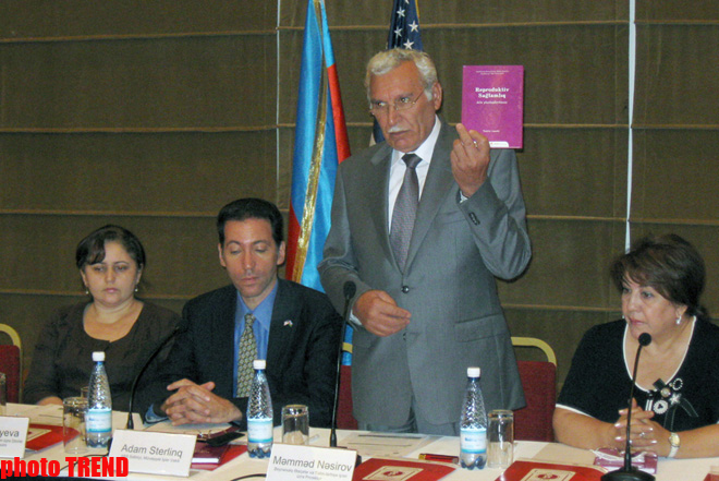 First Azerbaijani textbook on reproductive health and family planning published (PHOTO)