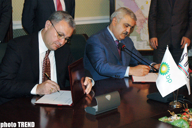 Azerbaijan signs new oil and gas contract (PHOTO)